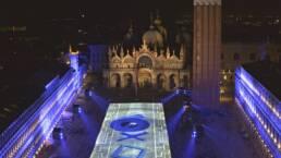 PlayStation illumina Piazza San Marco in occasione del lancio di PS5