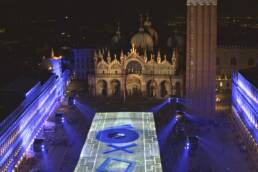 PlayStation illumina Piazza San Marco in occasione del lancio di PS5