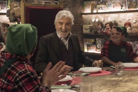 """""""Io sono Babbo Natale"""": l'ultimo regalo di Proietti al suo pubblico"""