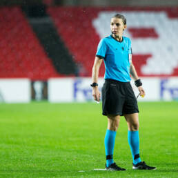 Calcio: Stephanie Frappart sarà il primo arbitro donna in Champions League