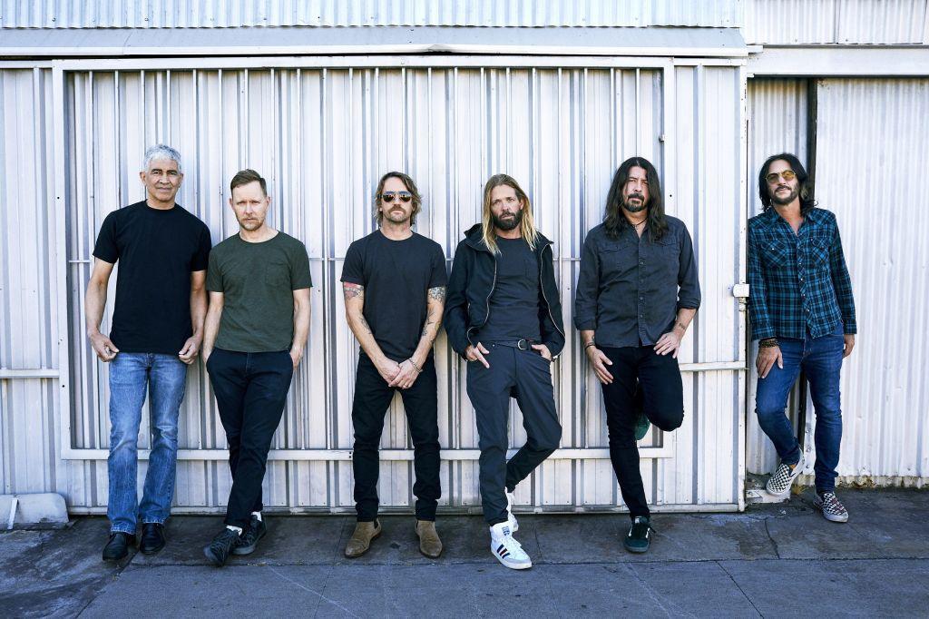 """""""Medicine at midnight"""" Foo Fighters"""